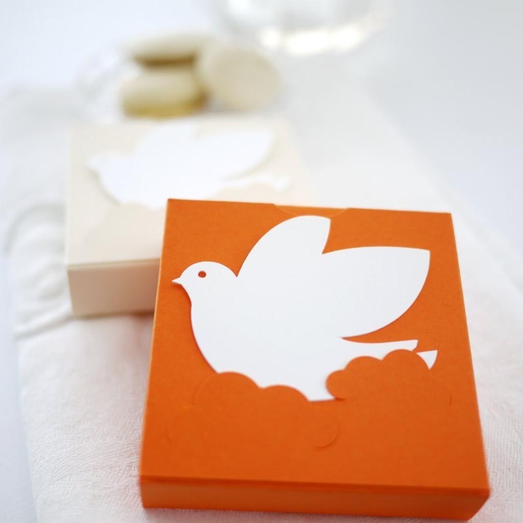 Carré à la colombe : contenant à dragées