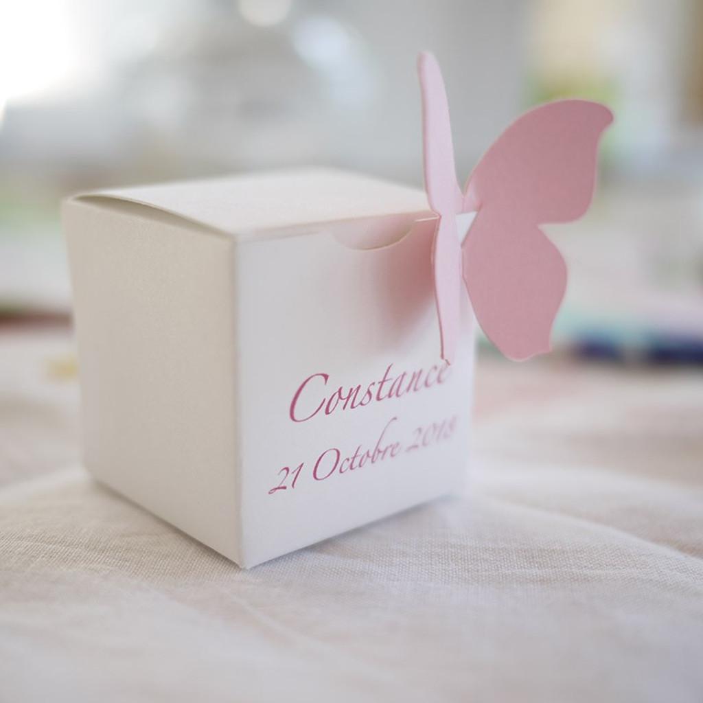 Boîte à dragées Cube personnalisée, avec papillon