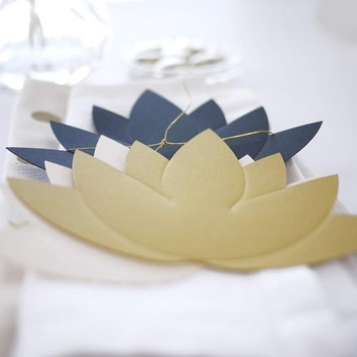 Marque place Fleur de lotus des années 20 pour décorer la table