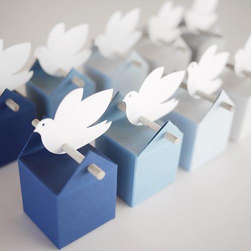 Kit Cumulus Colombe, boites à dragées bleu saphir et grises