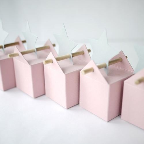 Kit grain de rose, boites à dragées rose pâle et étiquettes