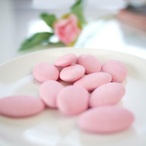 Dragées rose pâle
