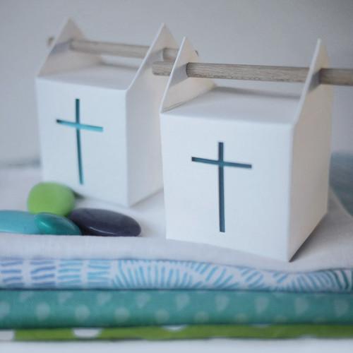 Boîte à la croix, contenant à dragées