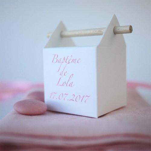 Boîte à dragées personnalisée pour le baptême d'une fille