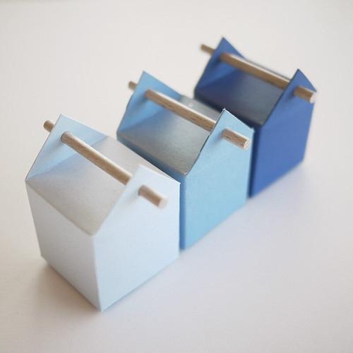 Les trios, 3 boîtes à dragées en dégradé bleu canard pour la naissance ou baptême d'un garçon