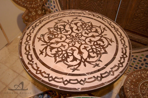 SMALL BROWN VINES ROUND TABLE