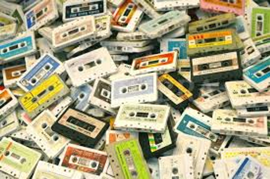 """""""I Made You A Mix"""" Why Mixtapes Are Making A Comeback This Holiday Season"""