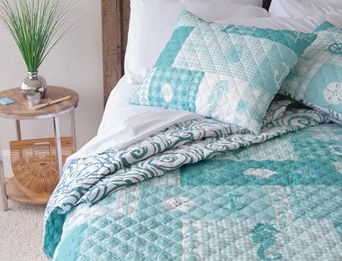 Donna Sharp Your Lifestyle Seahorse Grid 3-Piece Quilt Set product image