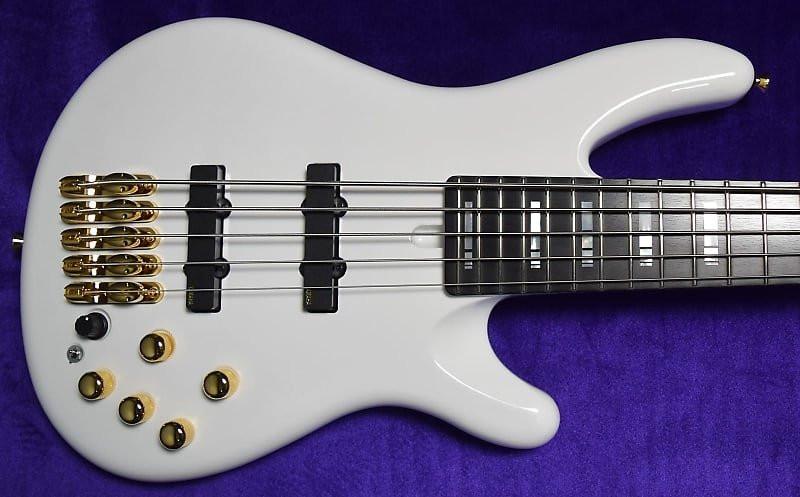 Yamaha Nathan East Signature 5-String, White Gloss with Ebony Fingerboard *On Order, ETA=Oct. 2021