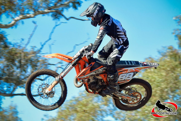 Kiwis stay close to the leaders at Horsham JNR MXGP