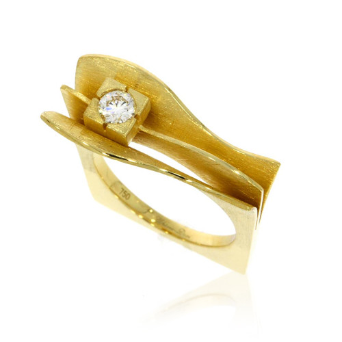 18K Yellow Gold Flared Wave Ring With Diamond Accent