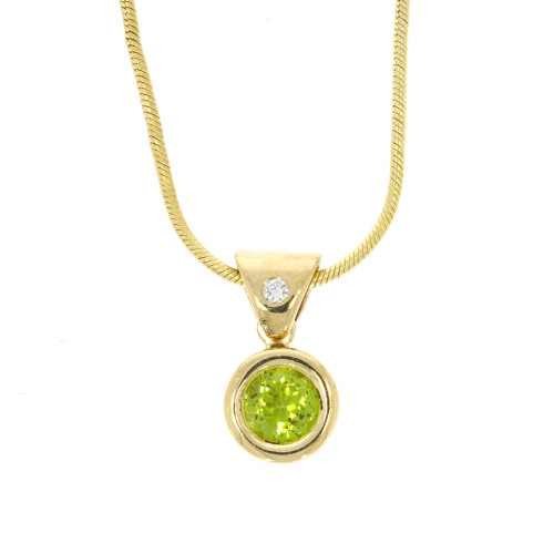 14K Yellow Gold Peridot Pendant With Diamond Accent