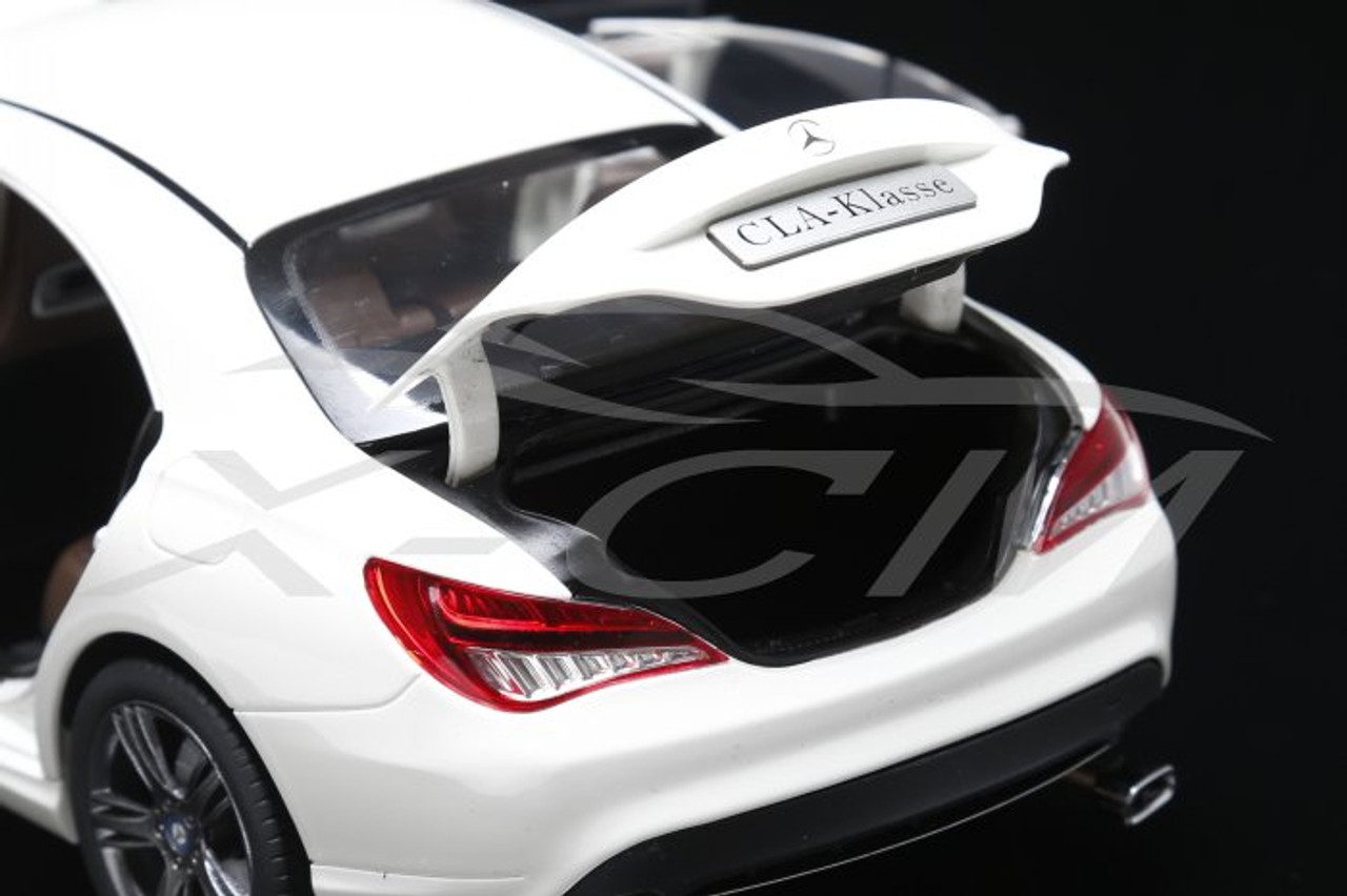 1/18 Dealer Edition Mercedes-Benz CLA (White)
