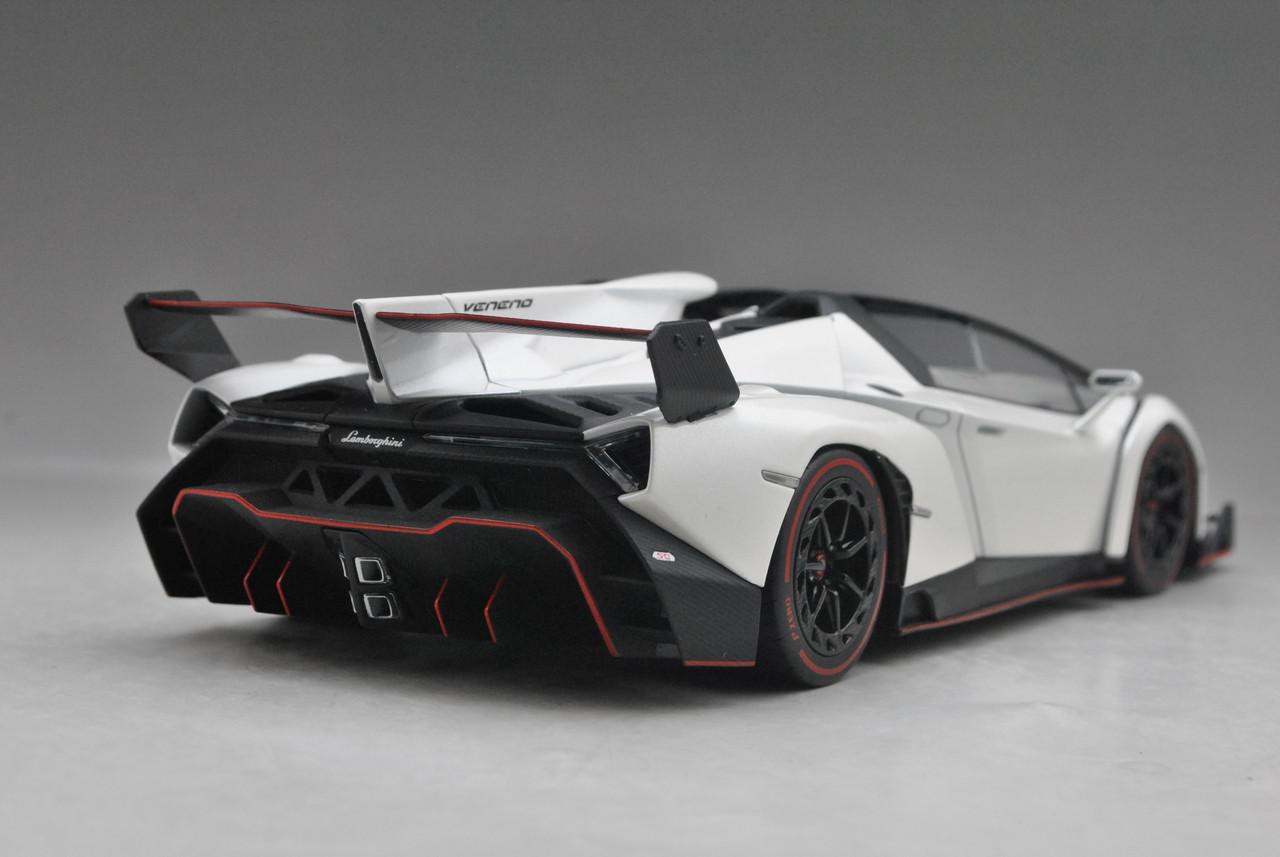 1 18 Kyosho Lamborghini Veneno Roadster White W Red Line Car