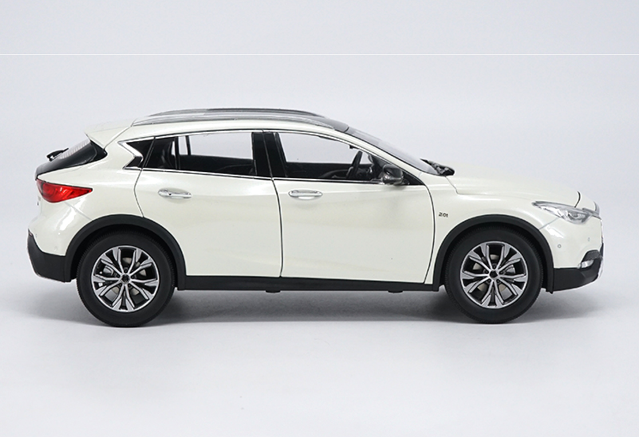 1/18 Dealer Edition Infiniti QX30 (White)