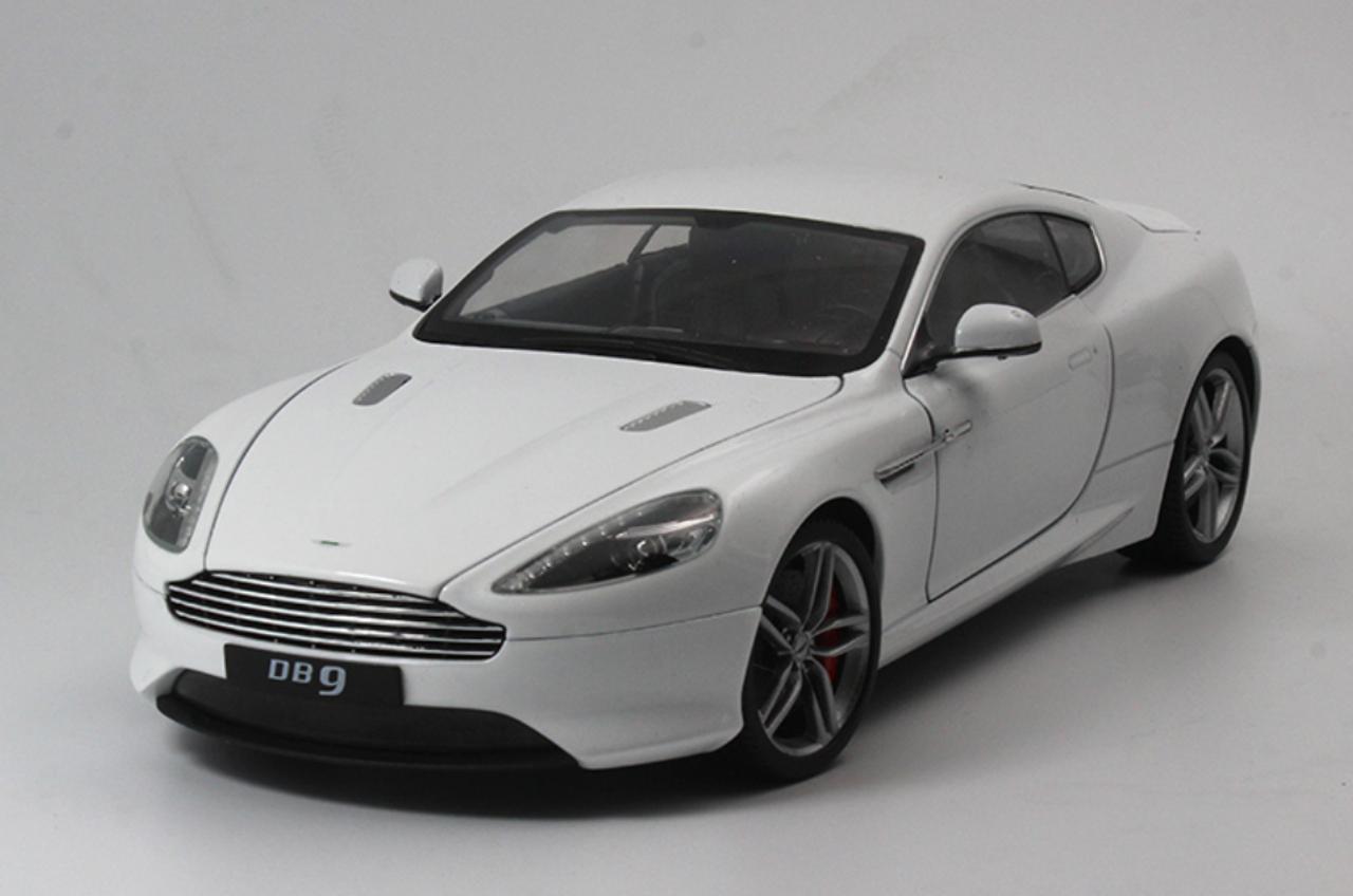 1 18 Welly Fx Aston Martin Db9 Coupe White Diecast Car Model Livecarmodel Com