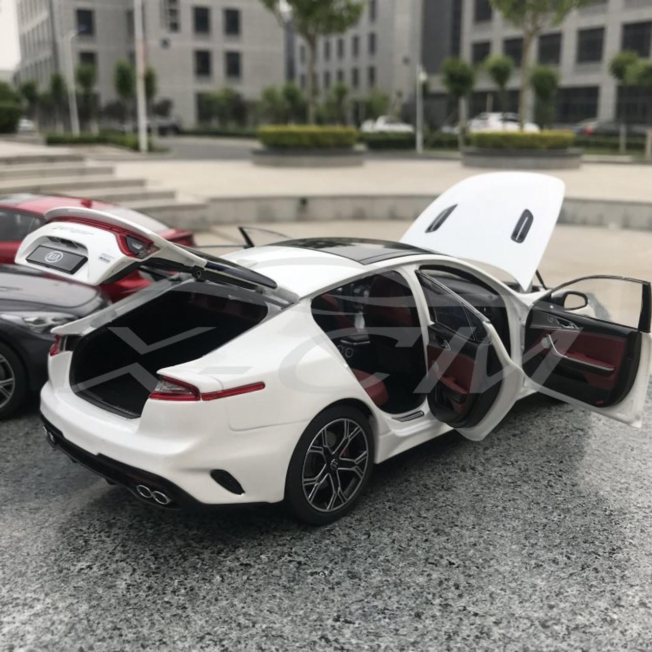 1/18 Dealer Edition Kia Stinger US Version (White) Diecast Model