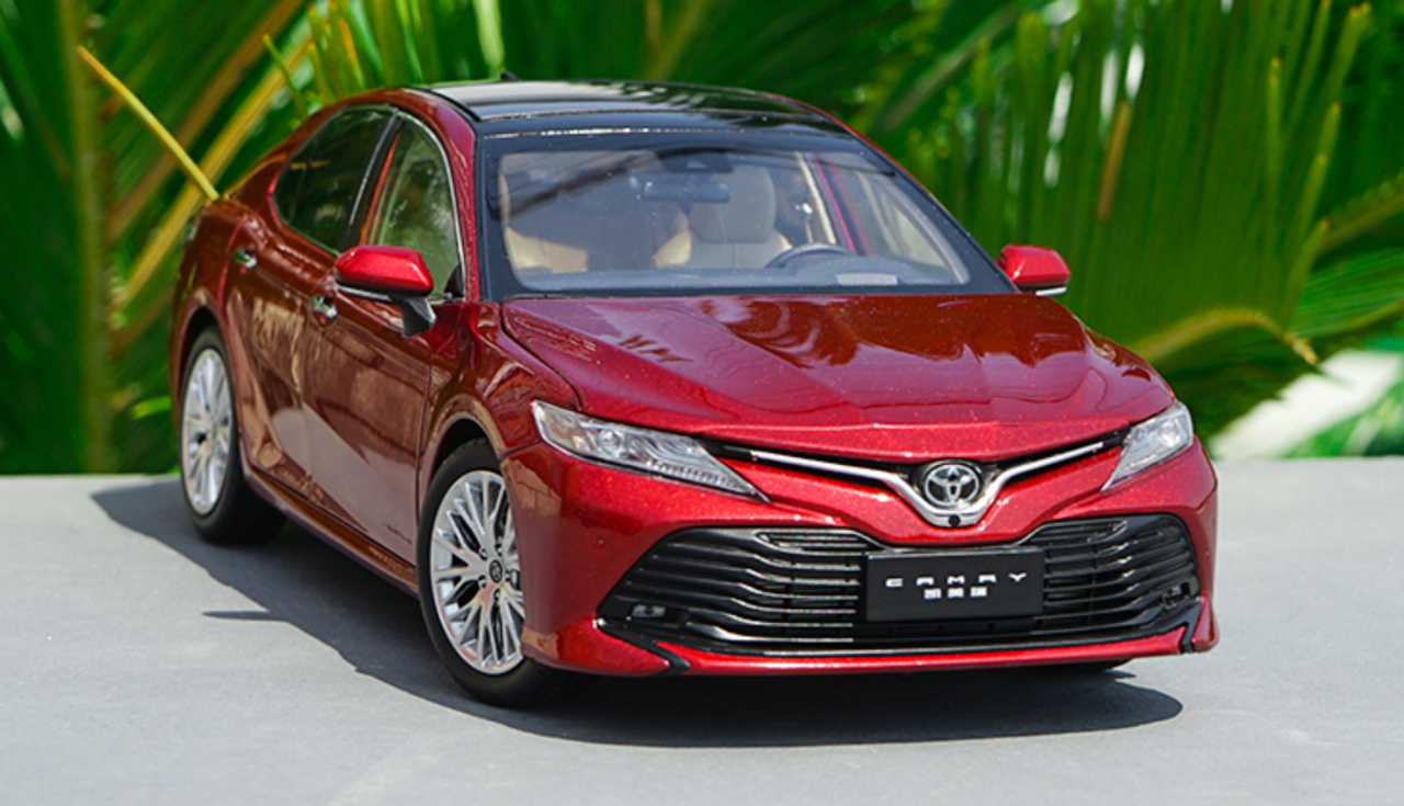 1/18 Dealer Edition 2018 Toyota Camry LE XLE (Red) Diecast Car Model