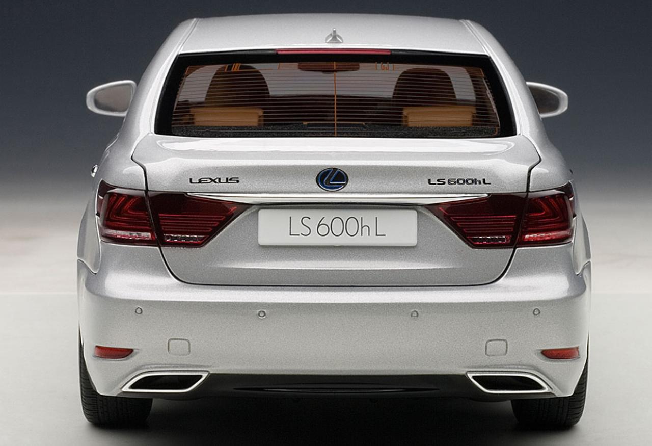 AUTOART SIGNATURE 1/18 LEXUS LS LS600HL (SONIC SILVER) CAR MODEL