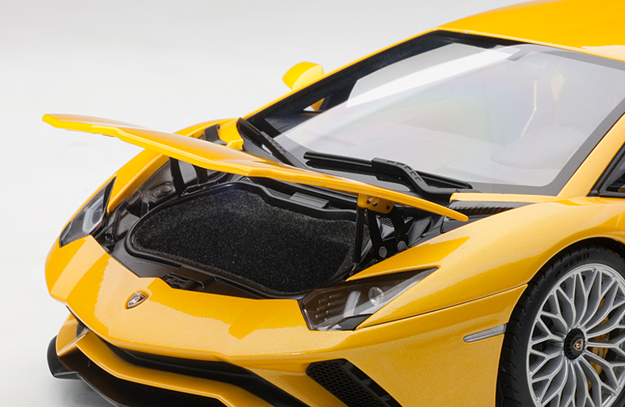 1/18 AUTOart LAMBORGHINI AVENTADOR S (NEW GIALLO ORION/METALLIC YELLOW) Diecast Car Model