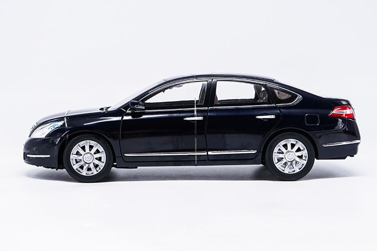 1/18 Dealer Edition 2008-2012 Nissan Teana (Black) Diecast Car Model