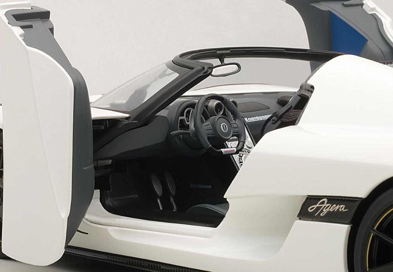 1/18 AUTOART KOENIGSEGG AGERA (WHITE) 79008 DIECAST CAR MODEL
