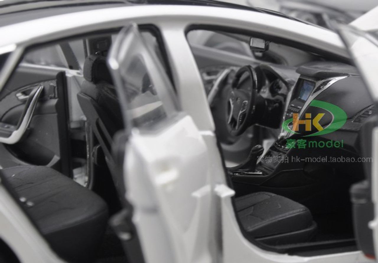 1/18 Dealer Edition Hyundai Azera (White) Diecast Car Model