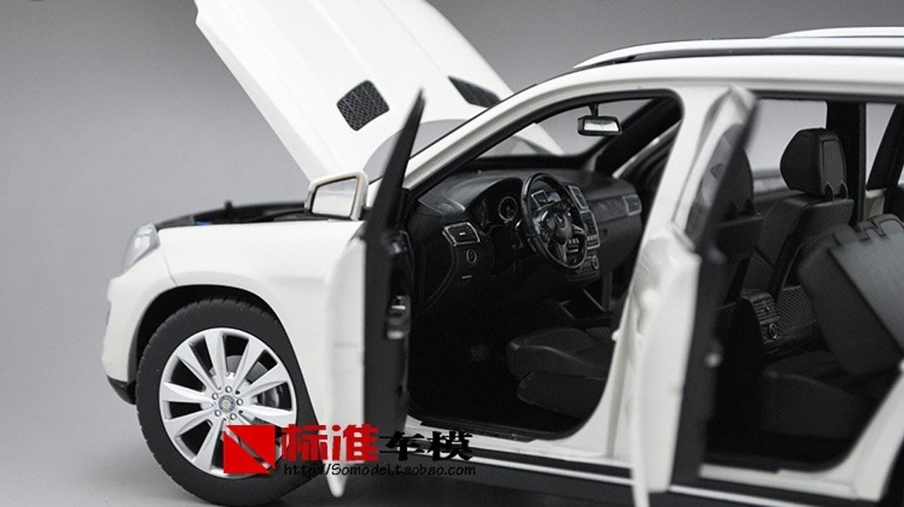 1/18 Dealer Edition 2012 Mercedes-Benz GL-Class / GL-Klasse GL500 (White) Diecast Car Model