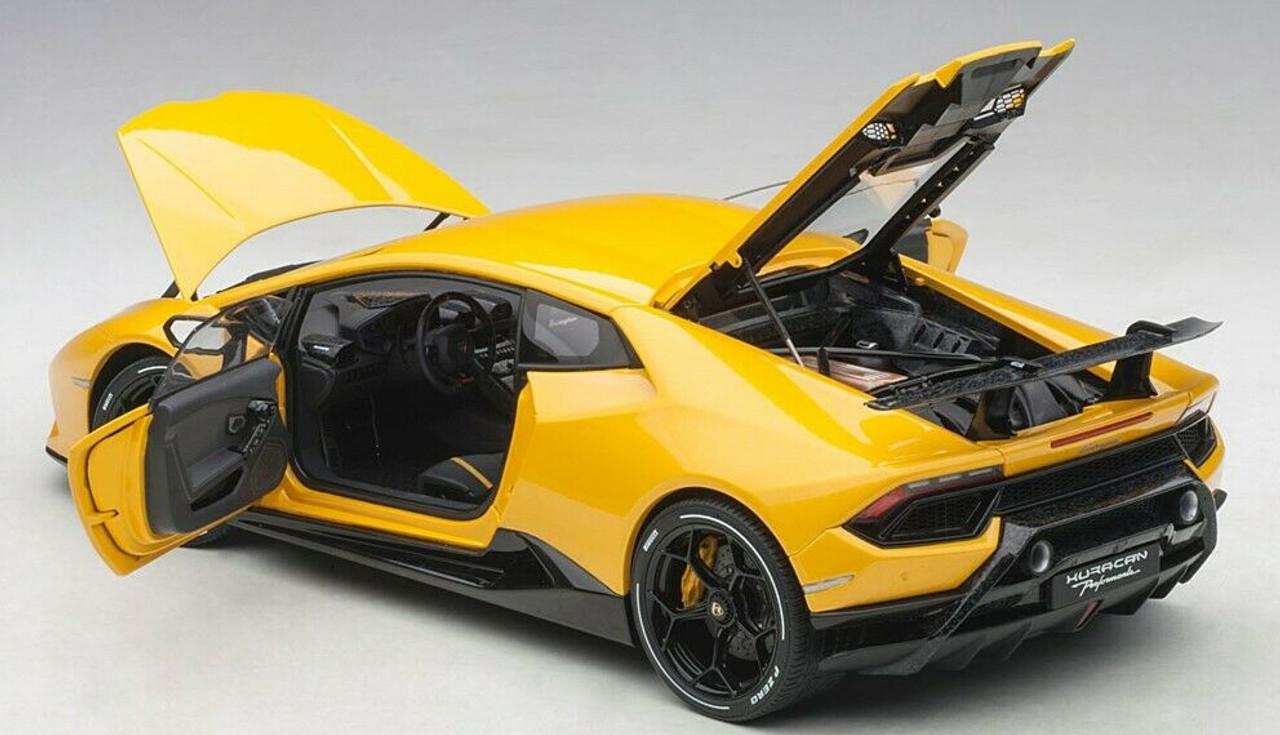 Lamborghini Huracan performante année modèle 2017 vert métallisé 1:18 Maisto