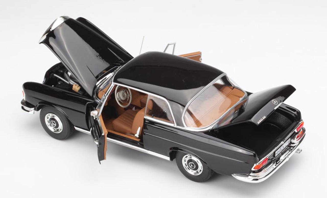 Mercedes Benz 280SE 3.5 Cabriolet 1969 Green met 1:18 Norev