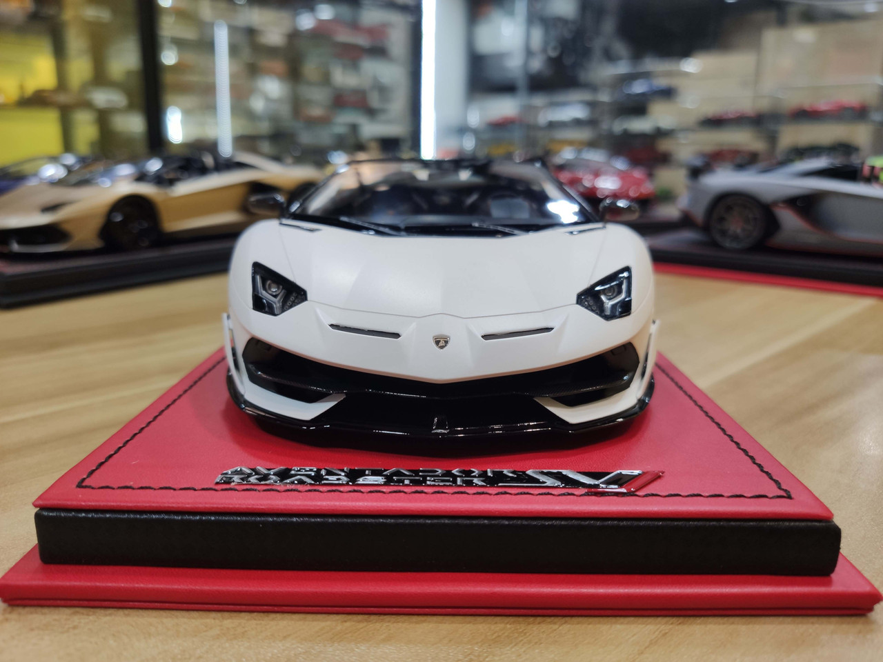 1/18 MR Lamborghini Aventador SVJ Roadster (White) Resin Car Model Limited 49 Pieces