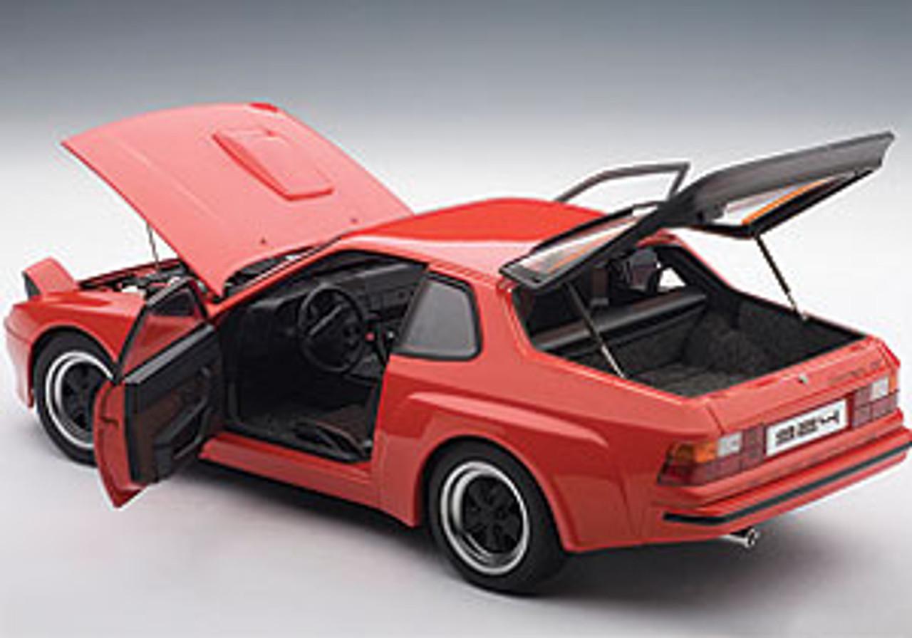 Defect 1/18 AUTOart PORSCHE 924 CARRERA GT 1980 - GUARDS RED Diecast Car Model