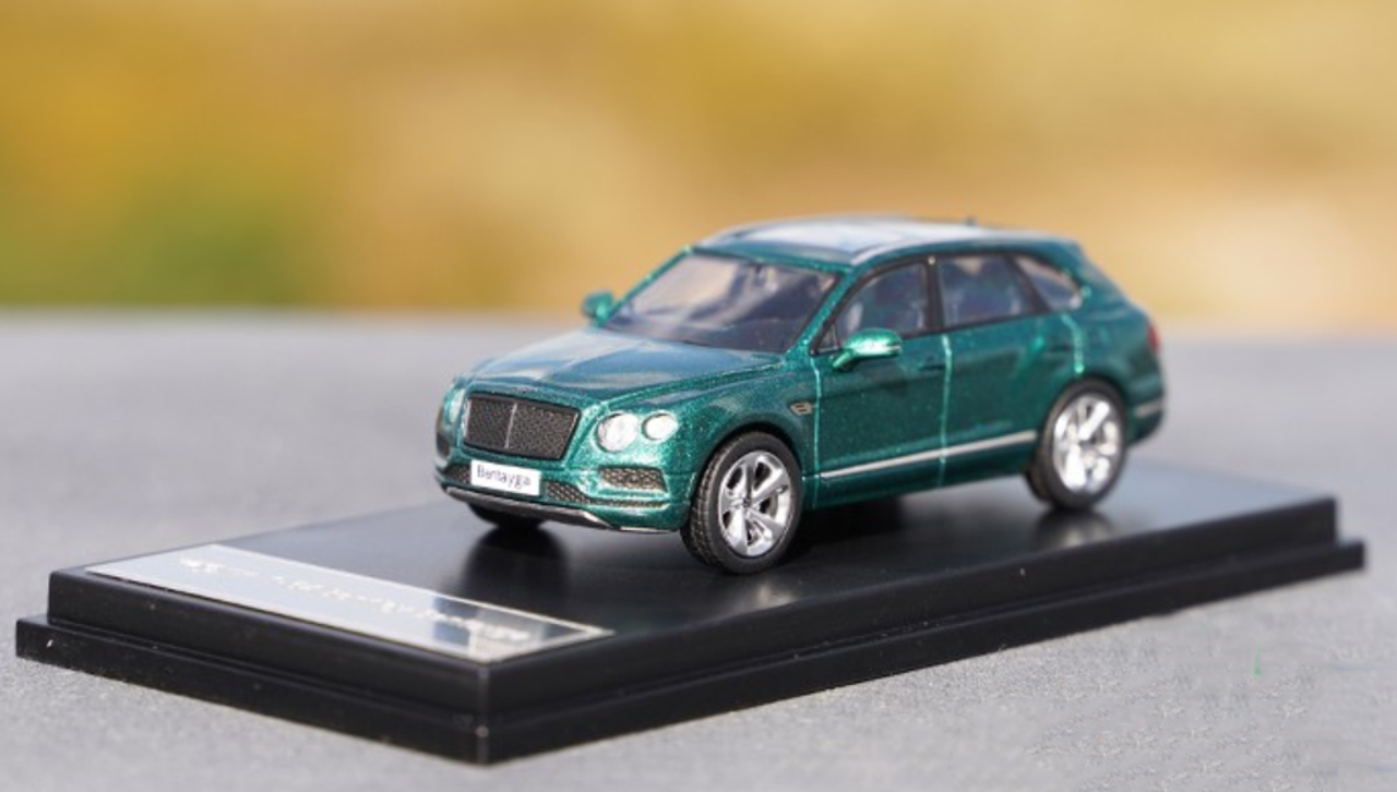 1/64 Dealer Edition Bentley Bentayga (Green) Diecast Car Model