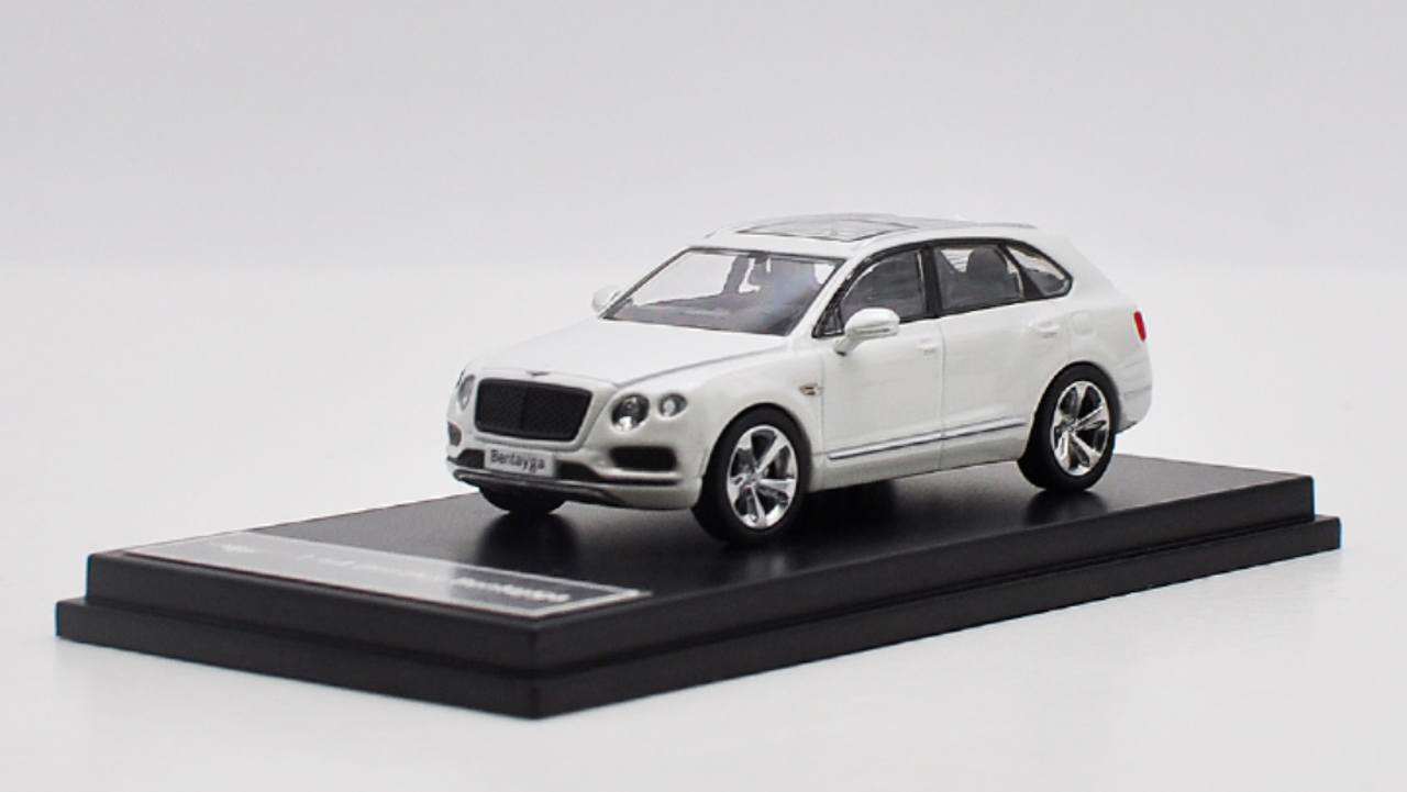 1/64 Dealer Edition Bentley Bentayga (White) Diecast Car Model