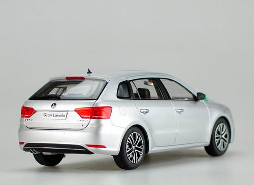 1/18 Dealer Edition 2015 Volkswagen VW Gran Lavida (Silver)