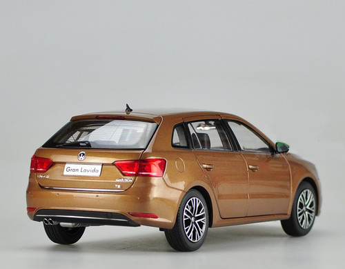 1/18 Dealer Edition 2015 Volkswagen VW Gran Lavida (Brown)