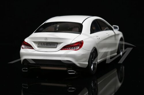 1/18 Dealer Edition Mercedes-Benz CLA (White)