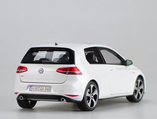 1/18 Dealer Edition Volkswagen VW Golf GTI 7th Generation (White) Diecast Car Model