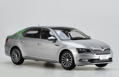 1/18 Dealer Edition Skoda New Superb (Silver Grey) Diecast Car Model