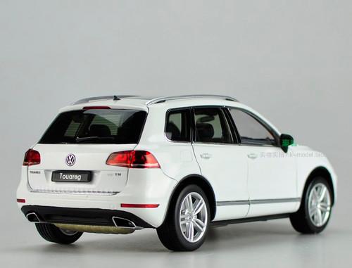 1/18 GTAUTOS Volkswagen VW Touareg TSI (White)