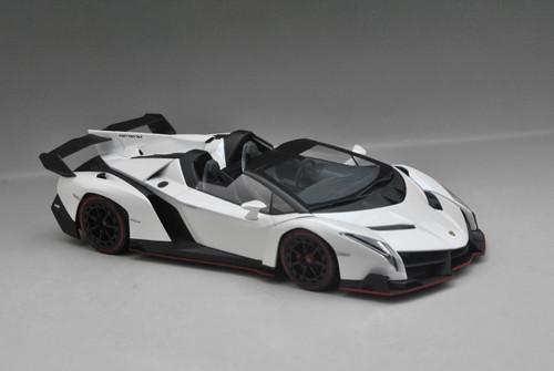 1/18 Kyosho Lamborghini Veneno Roadster (White w/ Red Line) Car Model