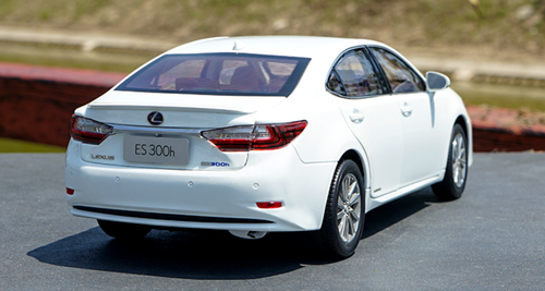 1/18 Dealer Edition Lexus ES 300H (White) Diecast Car Model