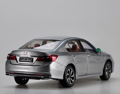 1/18 Dealer Edition Honda Accord (Silver) 9th generation (2013-2017) Diecast Car Model