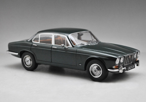 1/18 Paragon 1971 Jaguar XJ6 Series 1 (Green) Diecast Car Model