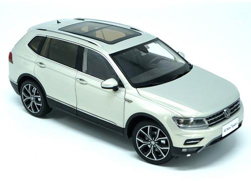 1/18 Dealer Edition 2017 Volkswagen VW Tiguan (Silver)