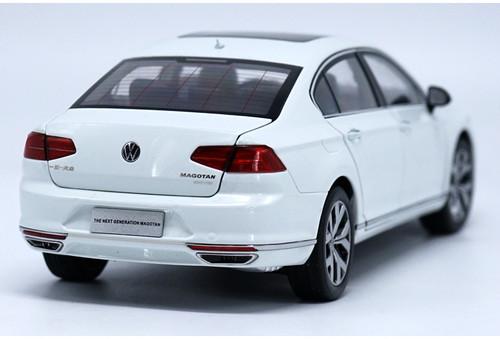 1/18 Dealer Edition 2017 Volkswagen VW Magotan (White)