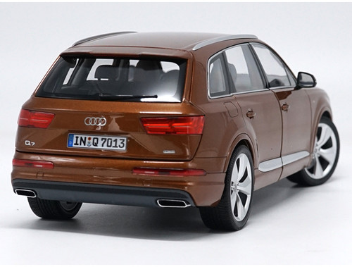 1/18 Minichamps 2015 Audi Q7 (Brown) Diecast Car Model