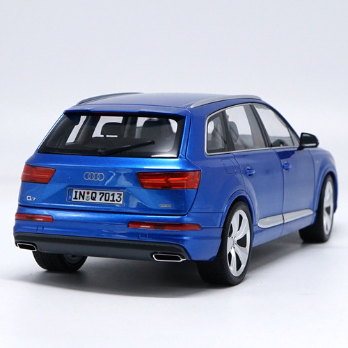 1/18 Minichamps 2015 Audi Q7 (Blue) Diecast Car Model