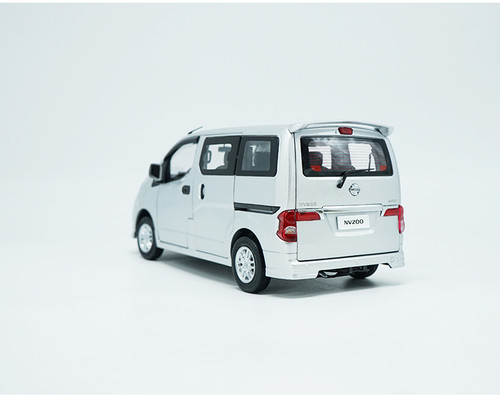 1/18 Dealer Edition Nissan NV200 (Silver)