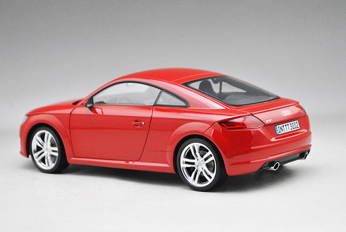 1/18 Audi Collection Dealer Edition Audi TT Coupe Hardtop (Red)